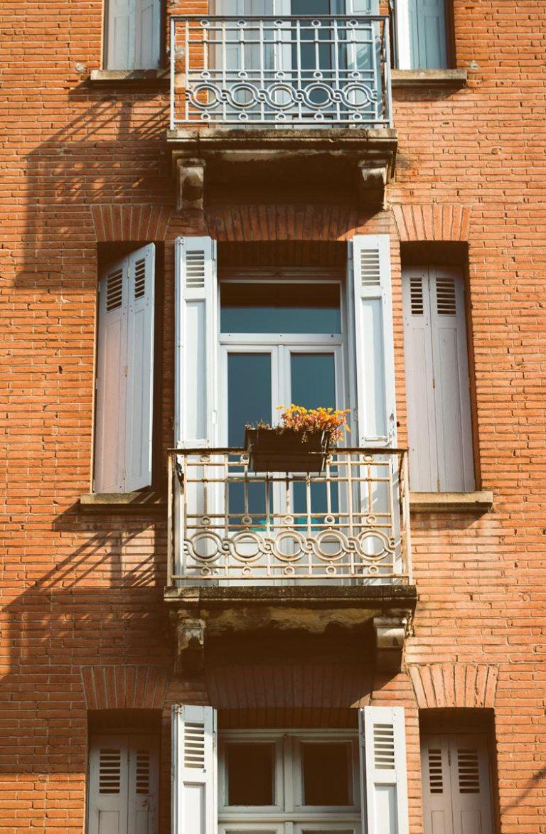 Odpowiednio ochrona balkonu przed warunkami atmosferycznymi